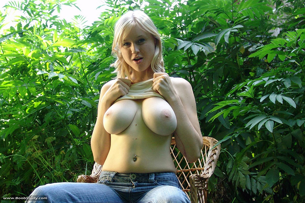 http://www.bestbosoms.com/galleries/boobstudy/2008-04/Blonde_Flashing_Outdoors/boob_study_blonde_3.jpg