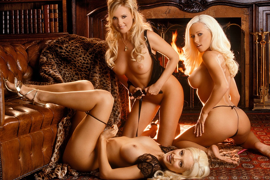 Naked girls in groups at home