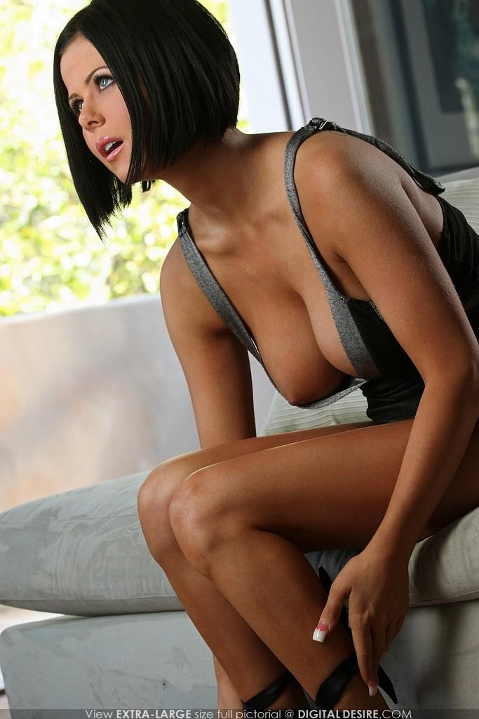 фото голой девушки loni evans