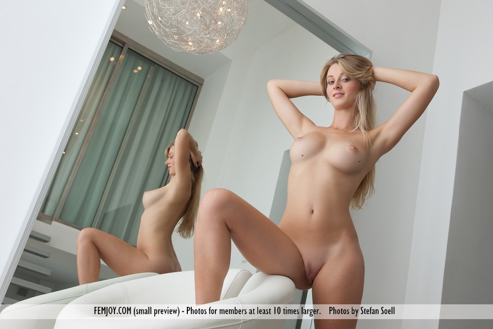 слушай яндекс фото голых женщин