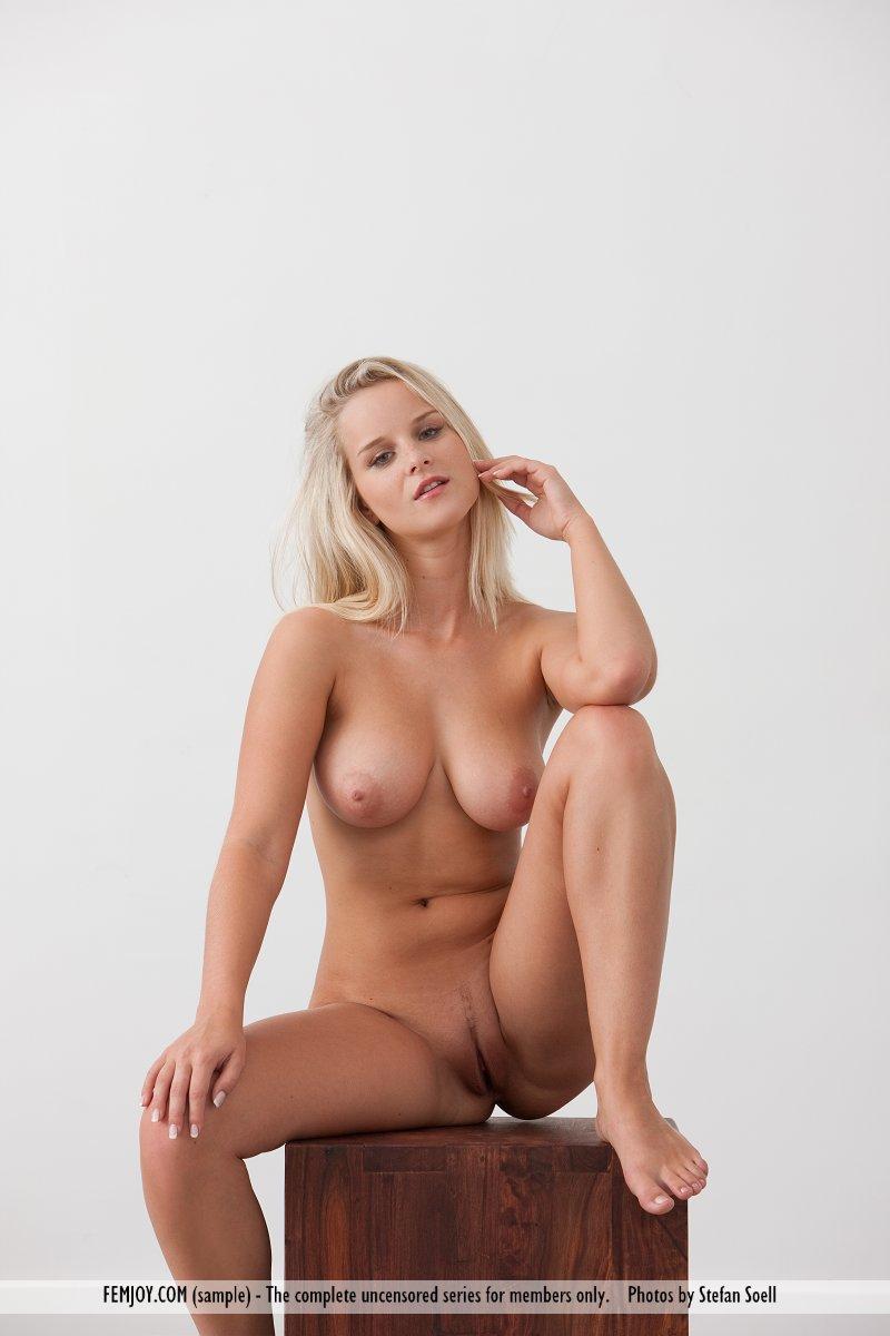 girls nude Miela femjoy