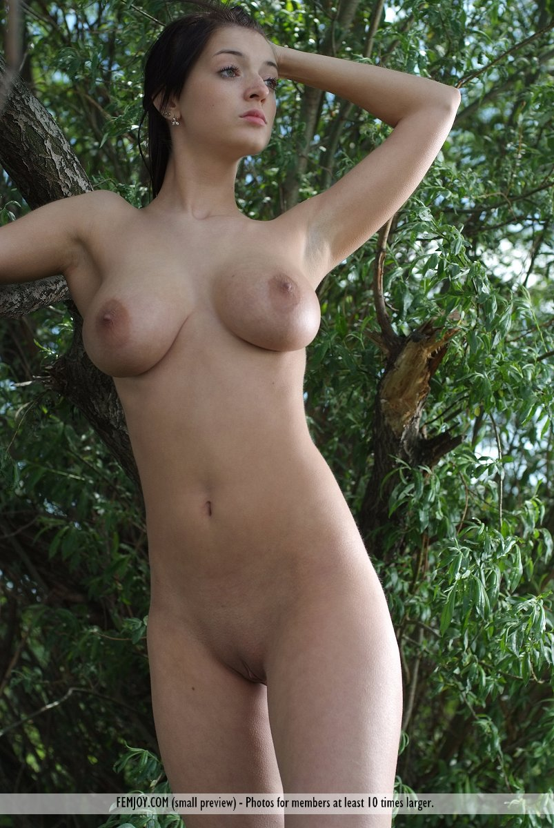 girls beautiful nude busty