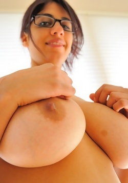 with tits nude big Playing