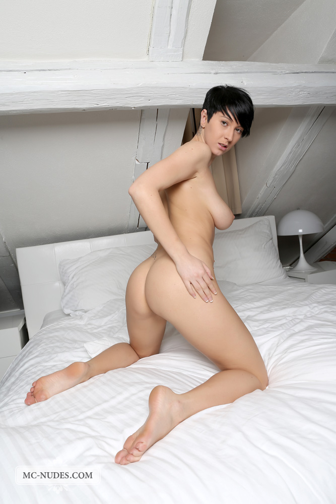 bestbosoms gals mc nudes 2014 09 emylia nude in bed emylia nude in bed 13