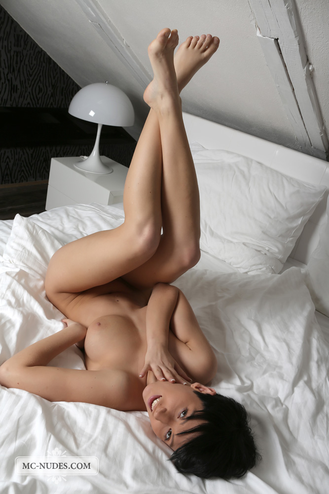 bestbosoms gals mc nudes 2014 09 emylia nude in bed emylia nude in bed 14