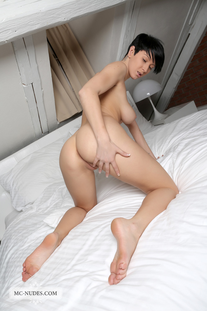bestbosoms gals mc nudes 2014 09 emylia nude in bed emylia nude in bed 16