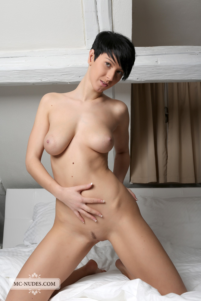 bestbosoms gals mc nudes 2014 09 emylia nude in bed emylia nude in bed 3