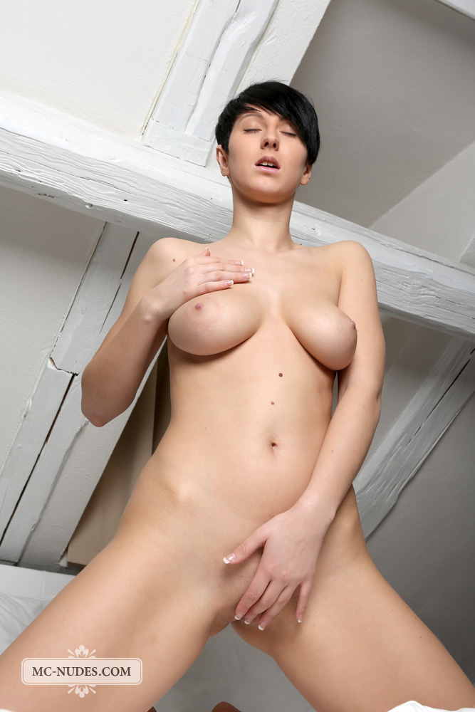 bestbosoms gals mc nudes 2014 09 emylia nude in bed emylia nude in bed 7
