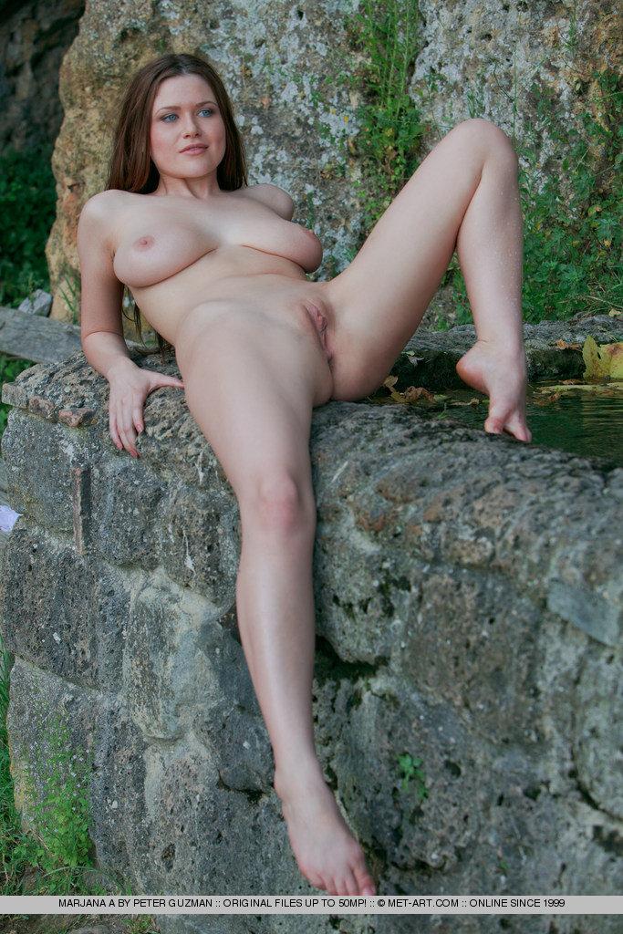 naked garden lesbians