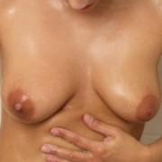 Teen Shows Sexy Body